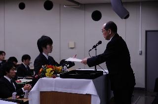 2008修了式/ベストプレゼン賞/佐藤くん