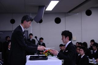 2008卒業式同窓会表彰内山くん