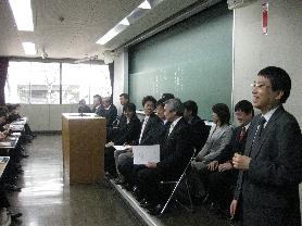 2009入学式司会進行の平岡先生